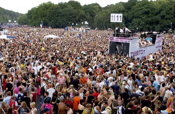 Klicke auf die Grafik f�r eine gr��ere Ansicht  Name:Loveparade-2.jpg Hits:49 Gr��e:410,3 KB ID:81366